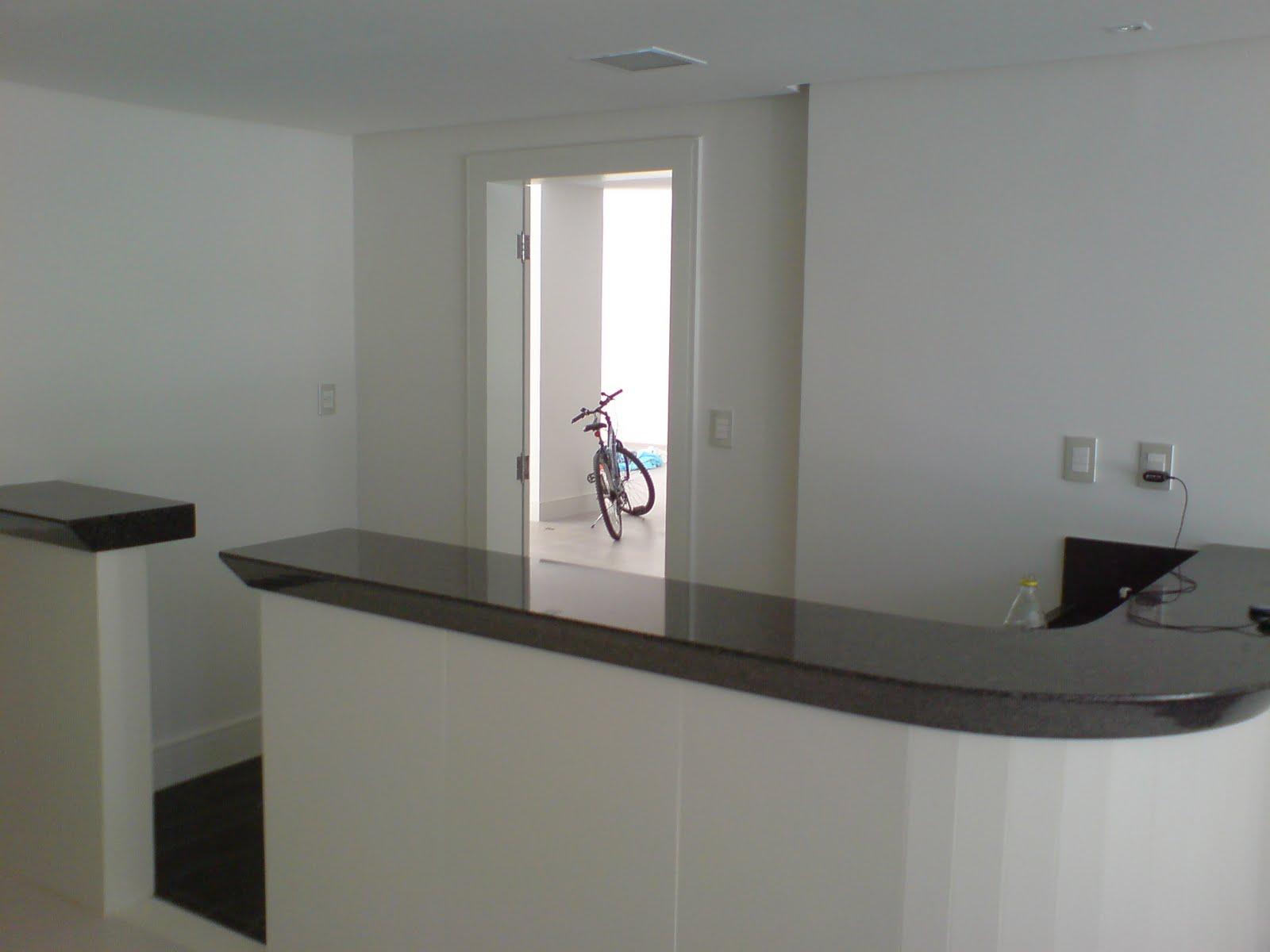 cozinha planejada com balcao de granito #605D51 1600 1200