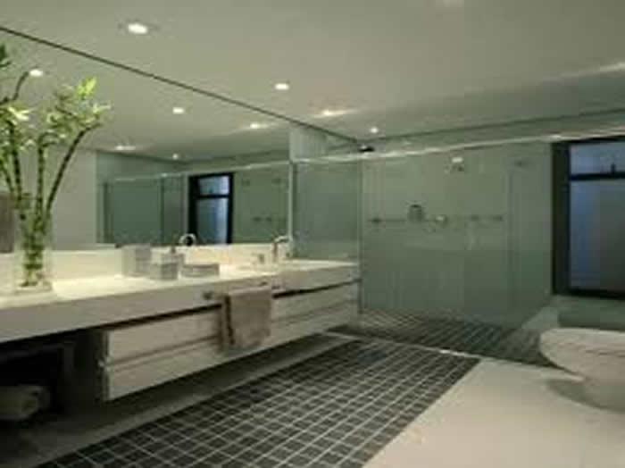 Banheiro Pequeno Decorado com Porcelanato  Pisos e Acessórios  Decoração -> Banheiro Piso Decorado