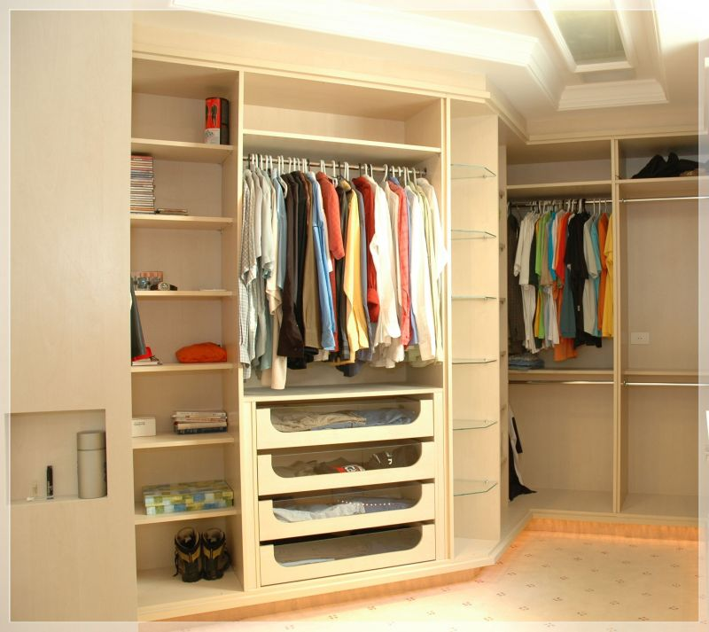 Closet pequeno m veis e quarto decora o for Walking closet modernos pequenos