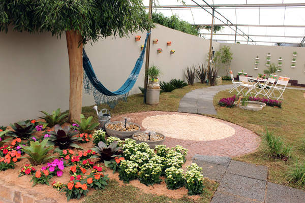 Jardim De Quintal Pequeno 4 Pictures to pin on Pinterest