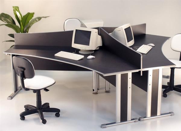 Mesa de escrit rio vidros e computador decora o - Escritorio de mesa ...