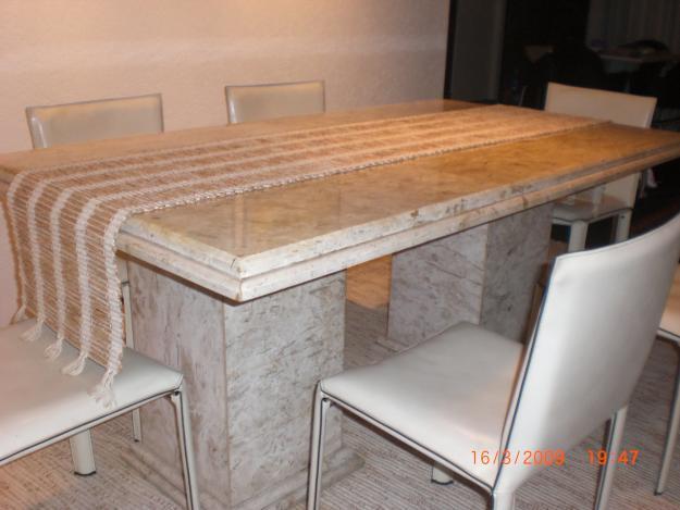 Sala De Jantar Pequena Com Mesa De Marmore
