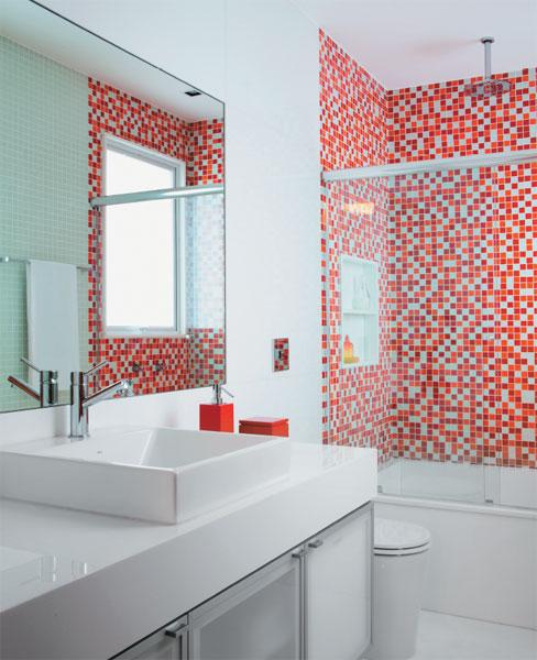 Pastilhas de Vidro  Revestimento e Piso  Decoração -> Banheiro Pequeno Decorado Rosa
