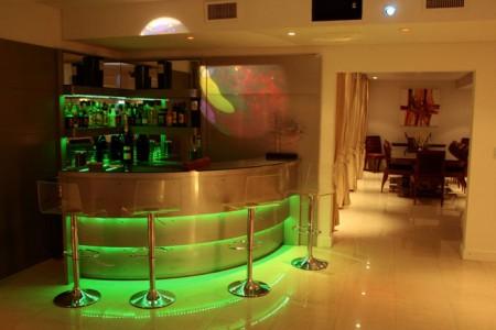 #474316 Bar para Sala Móveis e DecoraçãoDecoração 450x300 píxeis em Bar Moderno Na Sala De Estar