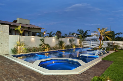 deck para jardim e piscina